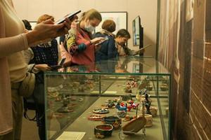Особенная выставка керамики открылась в картинной галерее