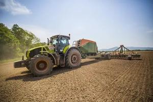 Аграриям Приморья на посевную дают сотни миллионов