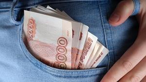 Банкирша в Приморье заставляла клиентов выплачивать за нее кредиты