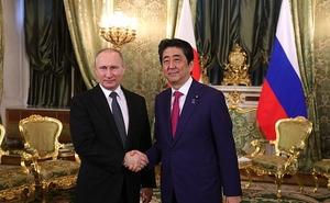 Стало известно, о чем говорили Владимир Путин и Синдзо Абэ